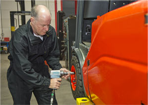 Kenco_Blog_3 Top Costs Drivers MHE_Forklift Maintenance