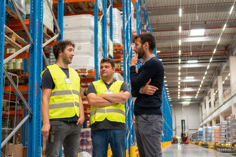 warehouse-manager-and-workers
